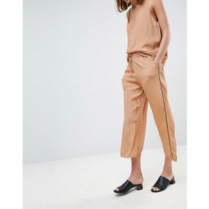 Moss Copenhagen Wide Leg Trousers In Spot With Contrast Piping Co-Ord - Tan